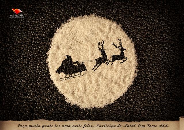 papai noel com as renas e o trenó estampados no arroz com fundo de feijão | Campanhas de fim de ano